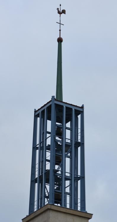 Le clocher original de l'église dédiée à l'Assomption de la Sainte Vierge à Oresmaux