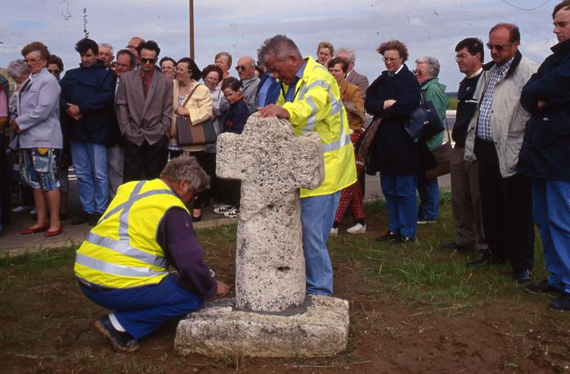 les Croisettes: 1ère inauguration d'une croix en tuf: Juillet 1998