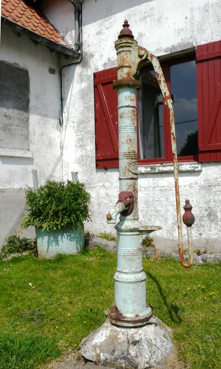 Pompe à bras à Frettemeule-  Photo: Alain Wiernicki