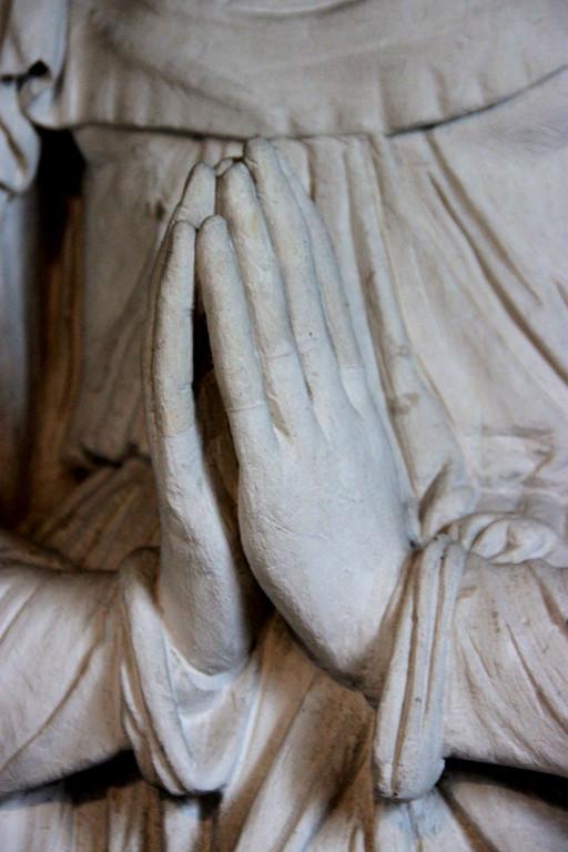 Les mains jointes de Marie
