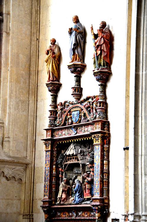 Le bas-relief de la Nativité, en entier