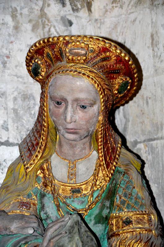Une sainte femme à la coiffe très raffinée