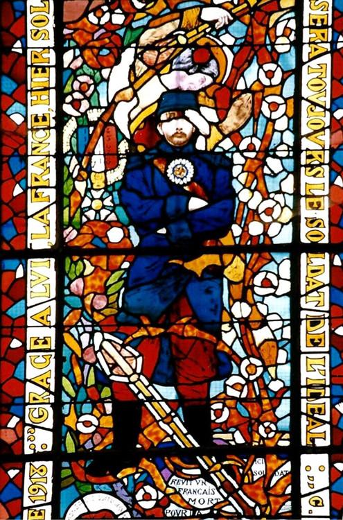 """Vitrail du """"Poilu de France"""" dans l'église Saint-Pierre d'Andechy- Photo: Rémy Godbert"""