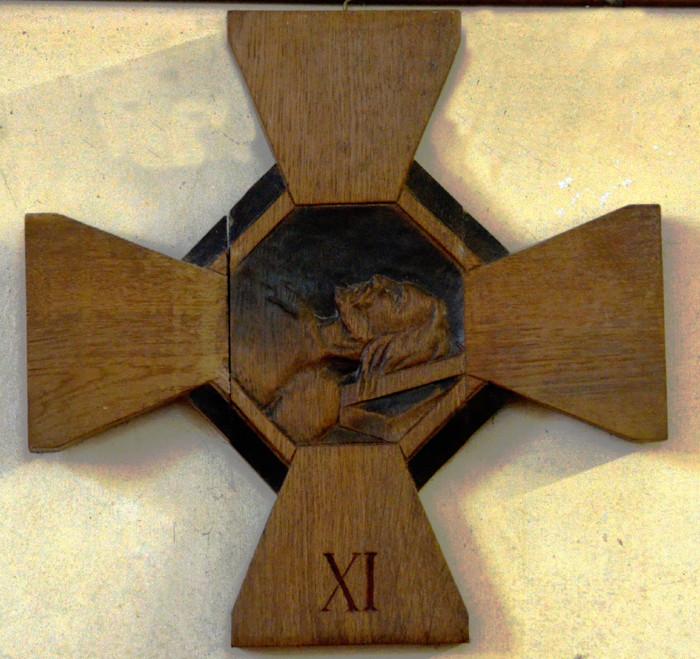 Jésus est attaché à la croix