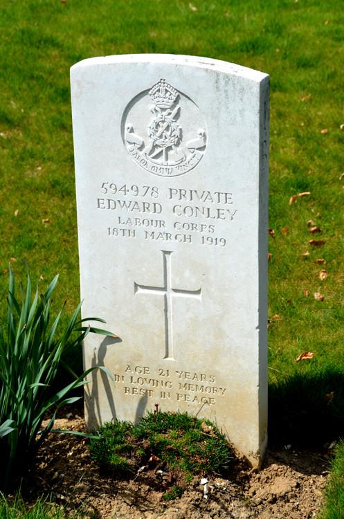 Une tombe du cimetière anglais de Pont-Rémy