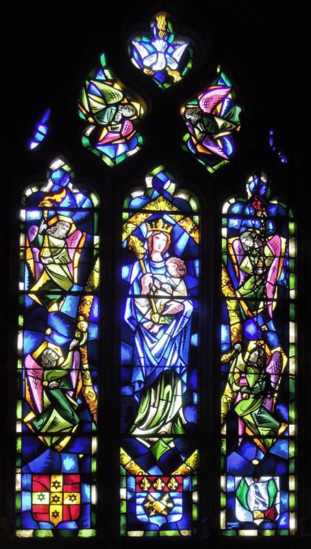 Vitrail de la chapelle seigneuriale de l'église Notre-Dame de l'Assomption de Ligescourt- Ph Josette Houdant