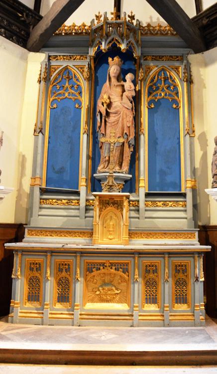 L'autel avec la Vierge du 14e siècle