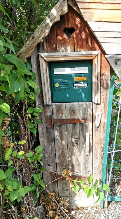 Méricourt-en-Vimeu: la boite à lettres avec son petit coeur