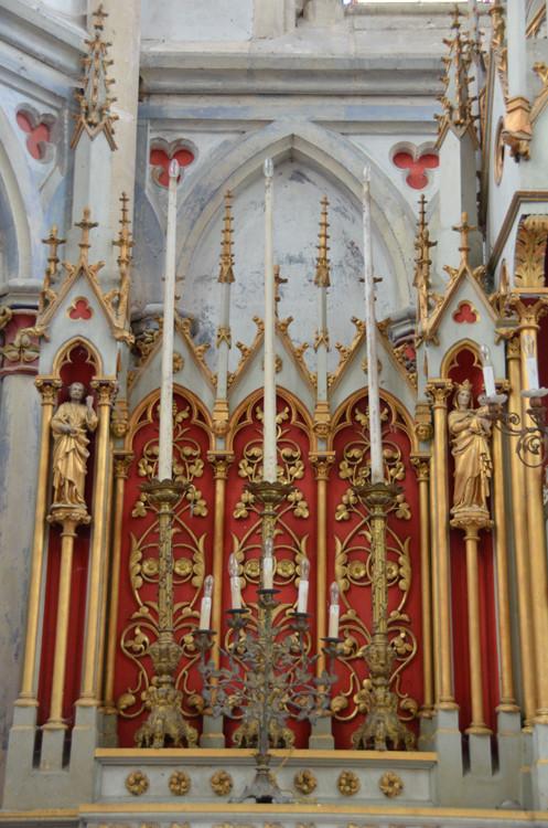 L'EGLISE de Le Quesnel : église Saint léger. Partie-du-retable