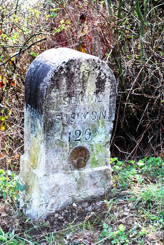 Borne Saint-Simon- Chemin de halage du Canal de la Somme