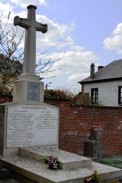 Warlus: la tombe de la famille du Maréchal Leclerc