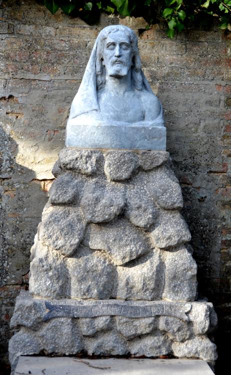 Auguste Carvin avait sculpté ce christ sur sa tombe peu de temps avant son décès