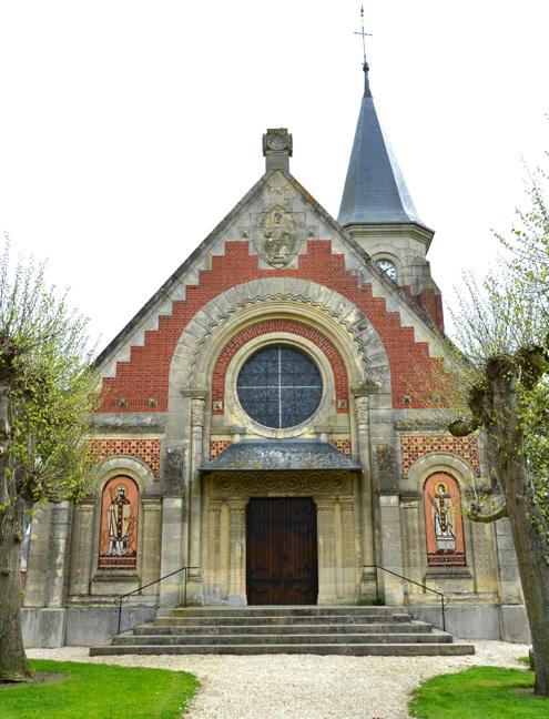 Façade de l'église Saint-Médard de Breuil