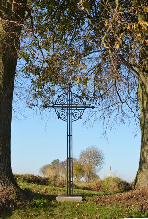 Croix en fer sur la route de Berny-en-Santerre