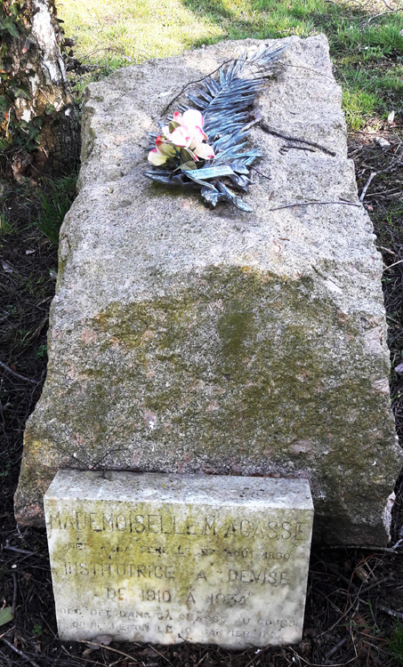 Tombe de l'institutrice Maria Agasse