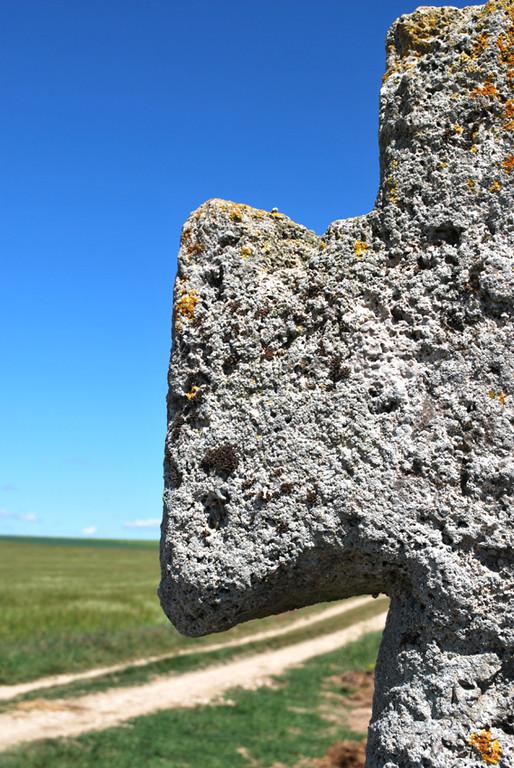La croix en tuf de Fontaine-sur-Somme- Détail du bras