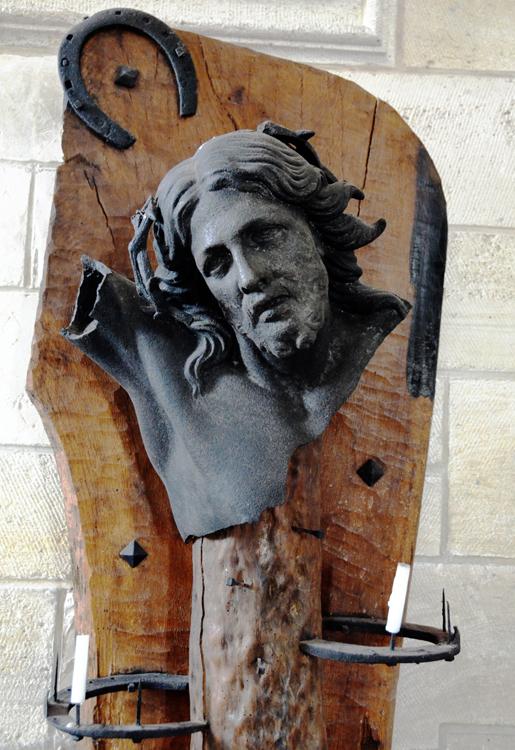Eglise de Cerisy: le fer à cheval et à la fois utilitaire et décoratif