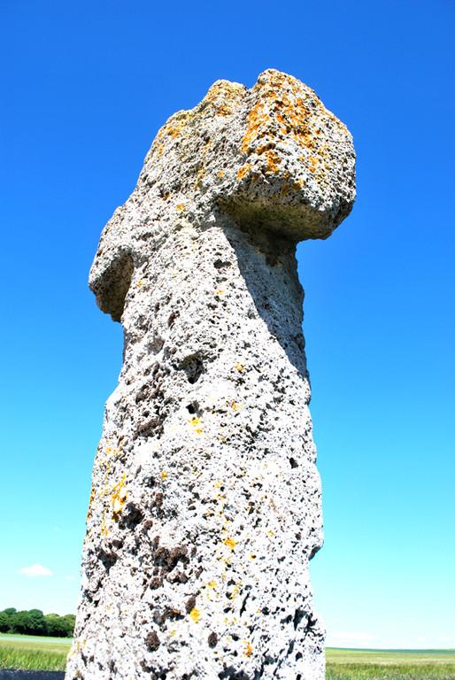 La croix en tuf de Fontaine-sur-Somme