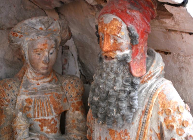 Le sépulcre de l'église d'Oust-Marest- Une sainte femme et Nicodème