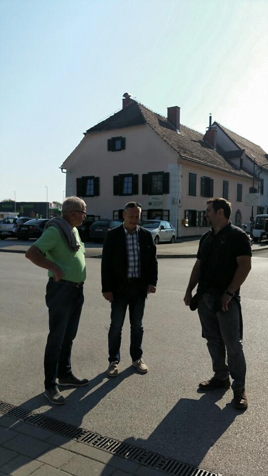 Edwin und Steffen mit dem stellvertretenden Bürgermeister Robert