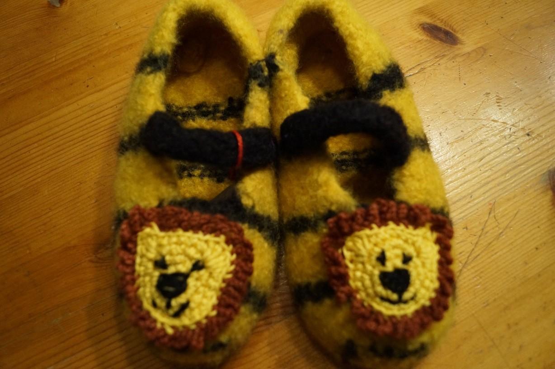 gefilzte Schuhe Löwe