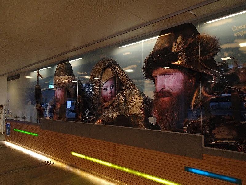 リレハンメル駅構内にて。ビルケバイネル2人の戦士と幼き王子
