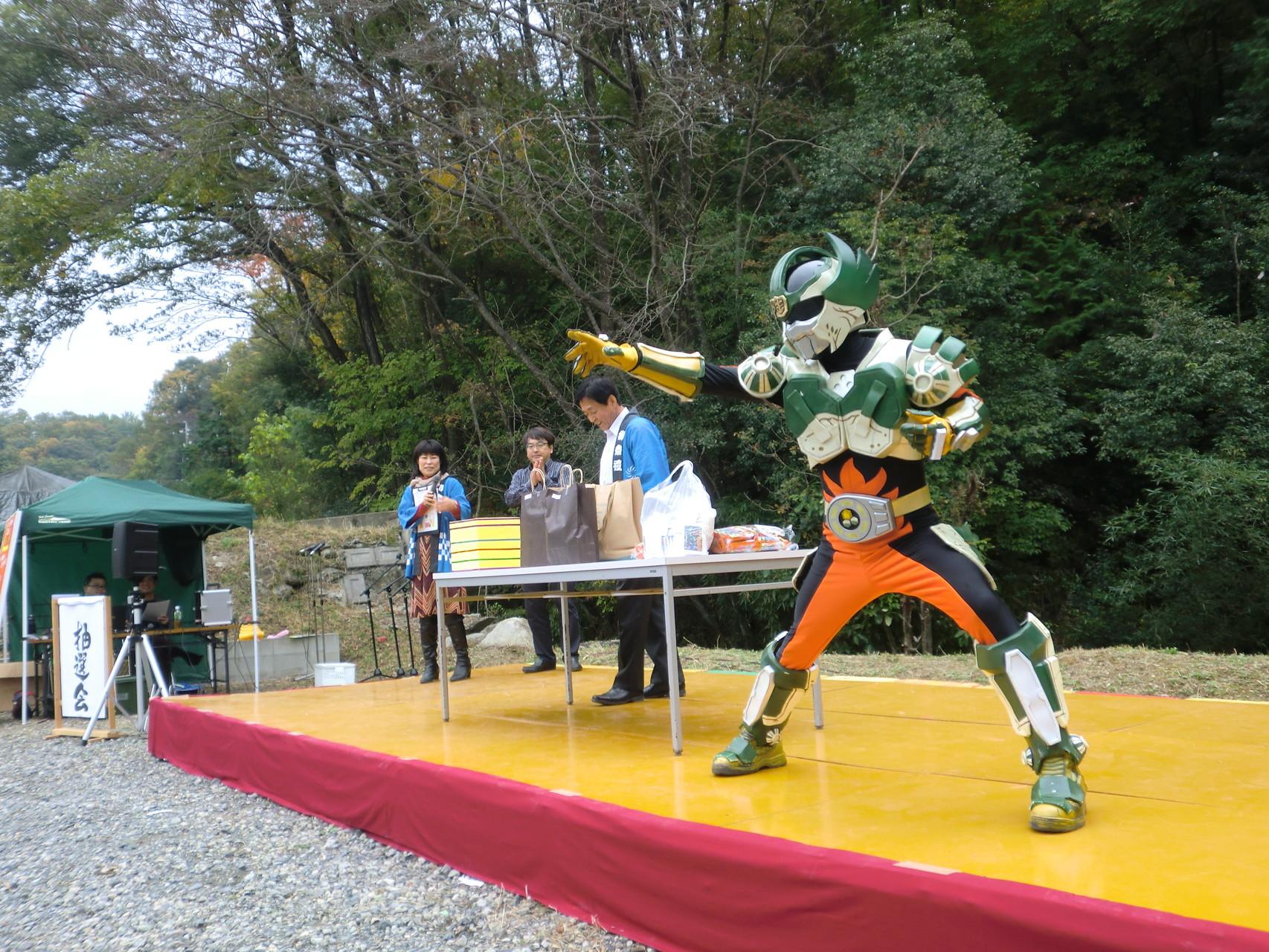 お楽しみ抽選会では、陶神オリバーも参加してくれました。