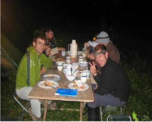 cena en campamento