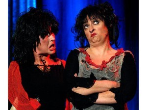 """08. Dezember 2007, Hagen. Theater am Hasper Hammer """"Der Froschkönig"""" / Die Hexen Wurziwas (Ursula Otto) und Wurziwer (Andrea Koske)"""