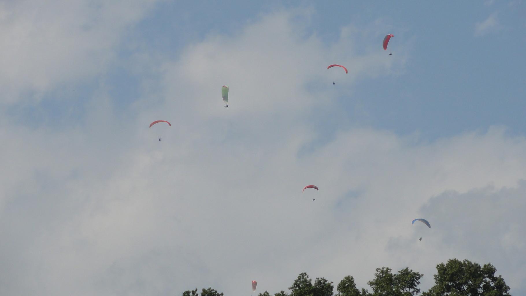 oder vor dem Annapurnamassiv paragliden
