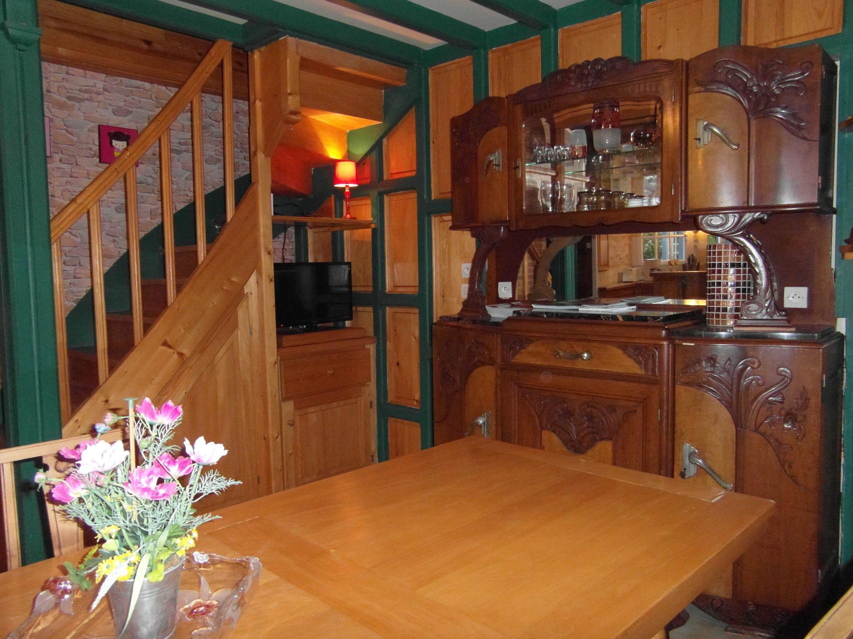 la salle (style chalet en bois)