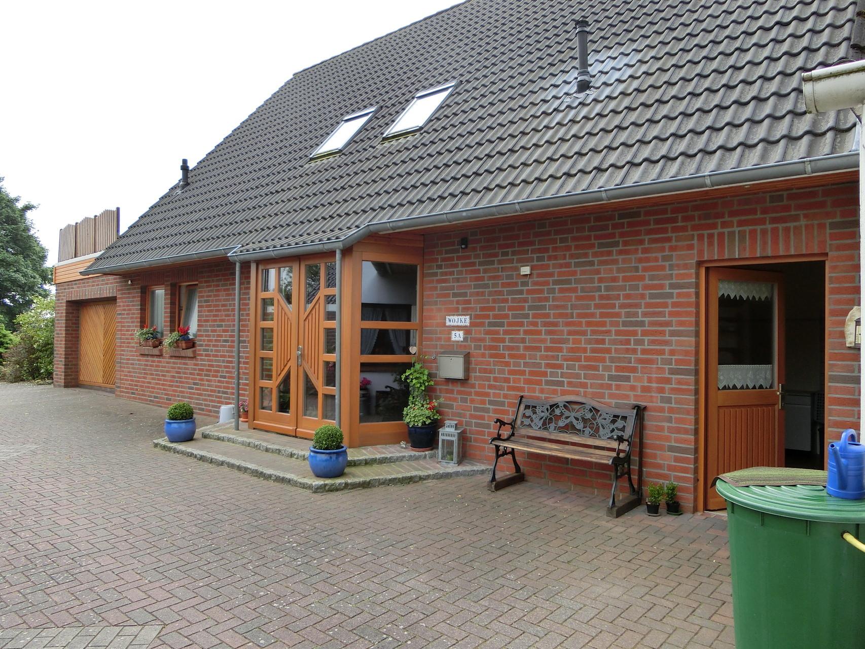 Holz-Haustür und -Fenster