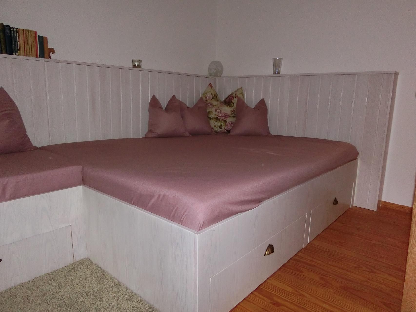 Bett mit Schubladengestell