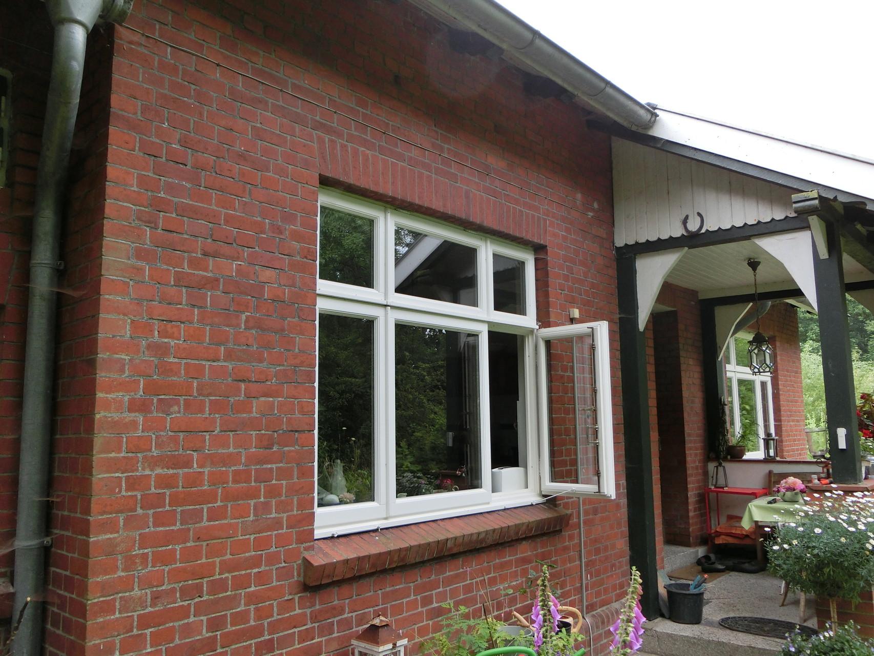 Nach außen öffnende Holzfenster nach Original