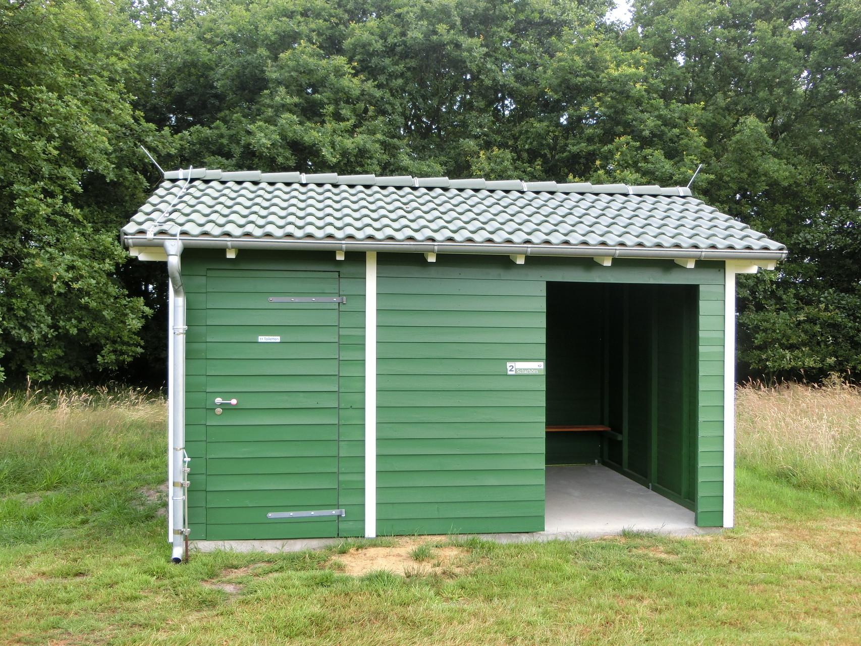 Blitzschutzhütte Golfplatz mit WC-Anbau