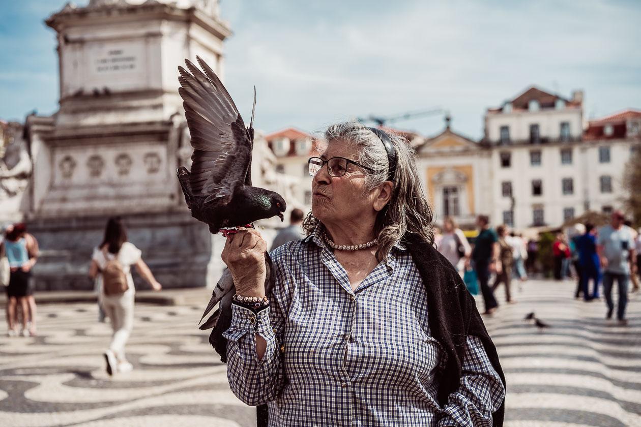 Taubenfrau Lissabon