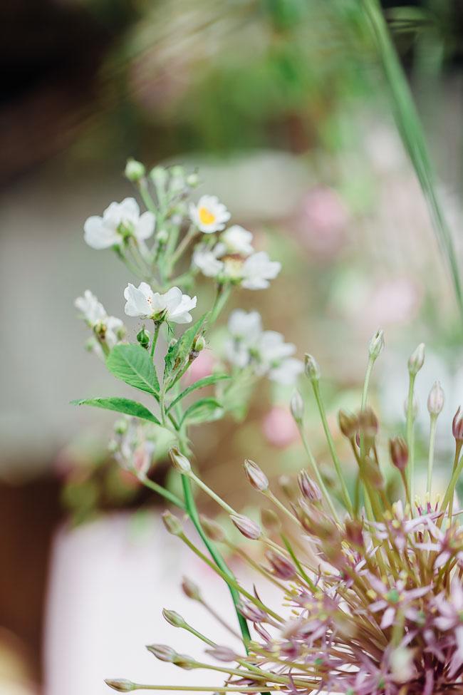 Blumenschmuck Waldhochzeit