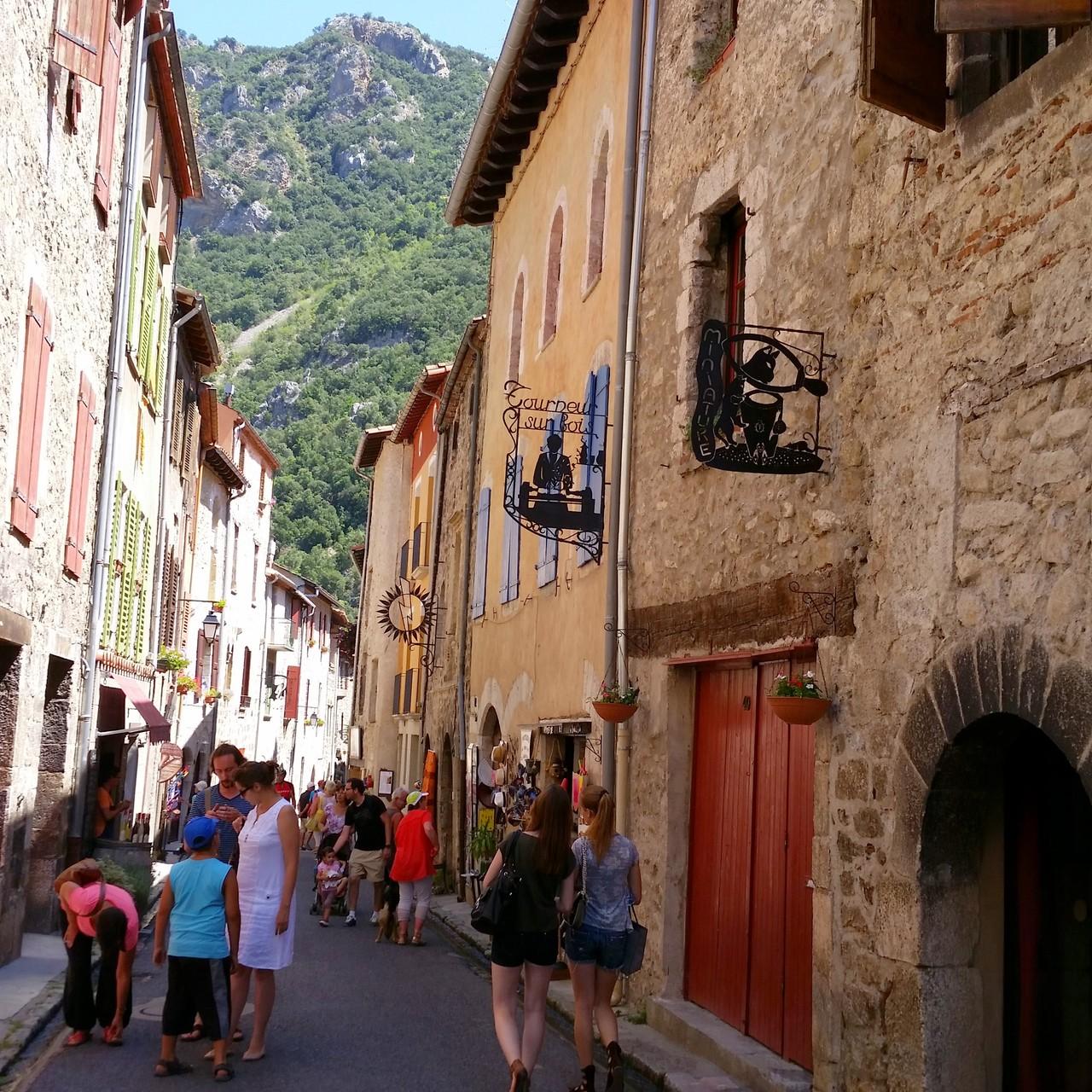 Villefranche de conflent grande rue (accès voiture, ou à pied par la montagne (bon marcheurs)