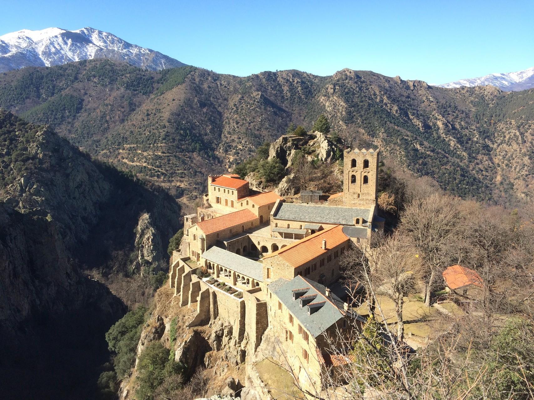 Abbaye saint Martin du Canigou. Merveilleux. Pour bons marcheurs ou alors en jeep