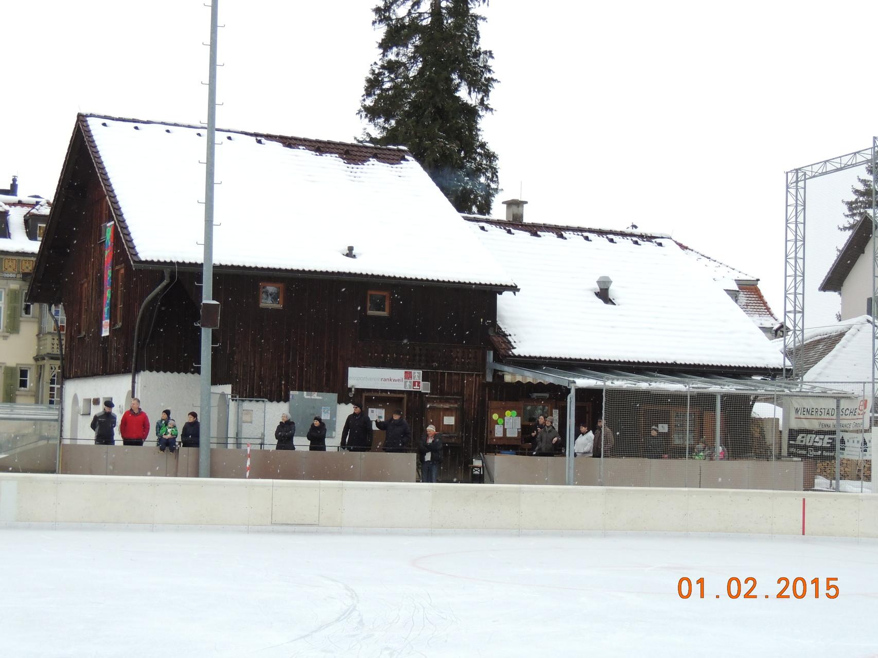 Clubheim mit Zuschauer