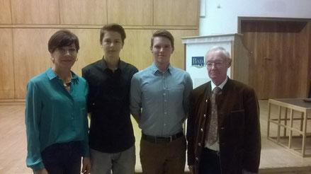 Zuzana Hlavackova (Trainerin), Kilian Alscher, Franz Wolff, Hr. Kühnel (2. Bürgermeister)
