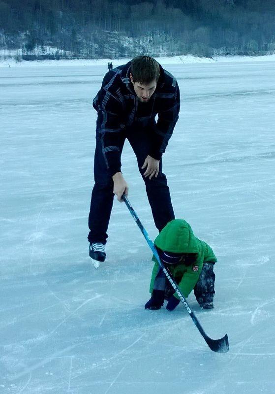 Eisfeld auf dem Klöntalersee