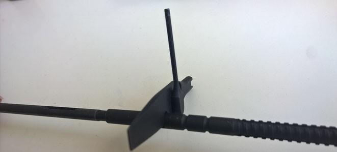 Mit der Ausbuchtung im Schraubenzieher kann man den Werkhalter leichter abschrauben.