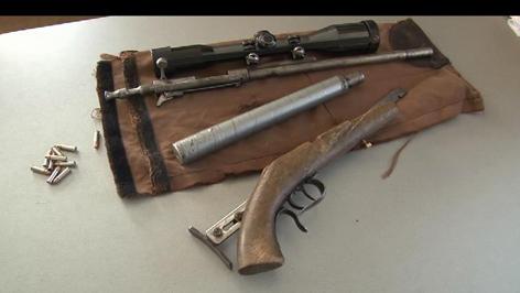 """Klassisches Wilderergewehr """"Schlechinger-Bauart"""" mit Schalldämpfer in .22lfb (Quelle http://tirol.orf.at/news/stories/2504467/)"""