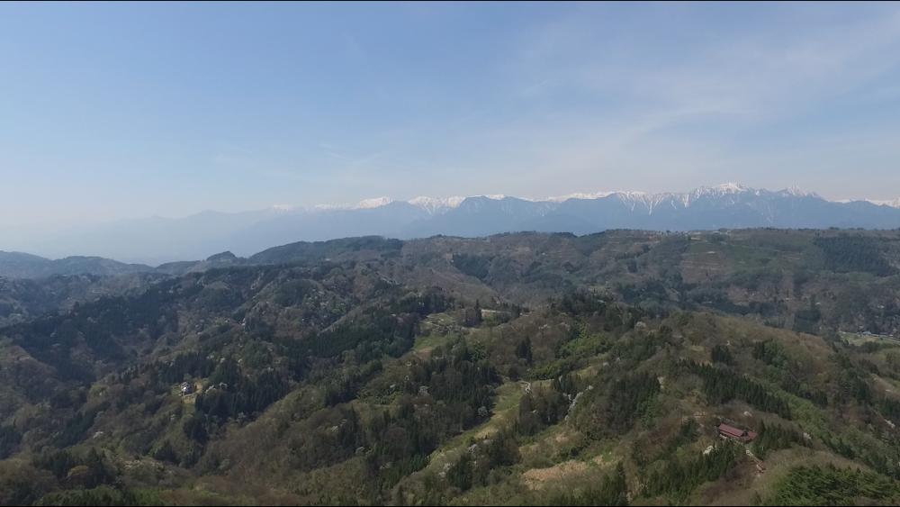 雪景色が残る北アルプスの山々