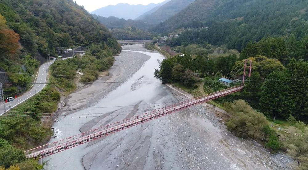天龍川にかかる吊り橋