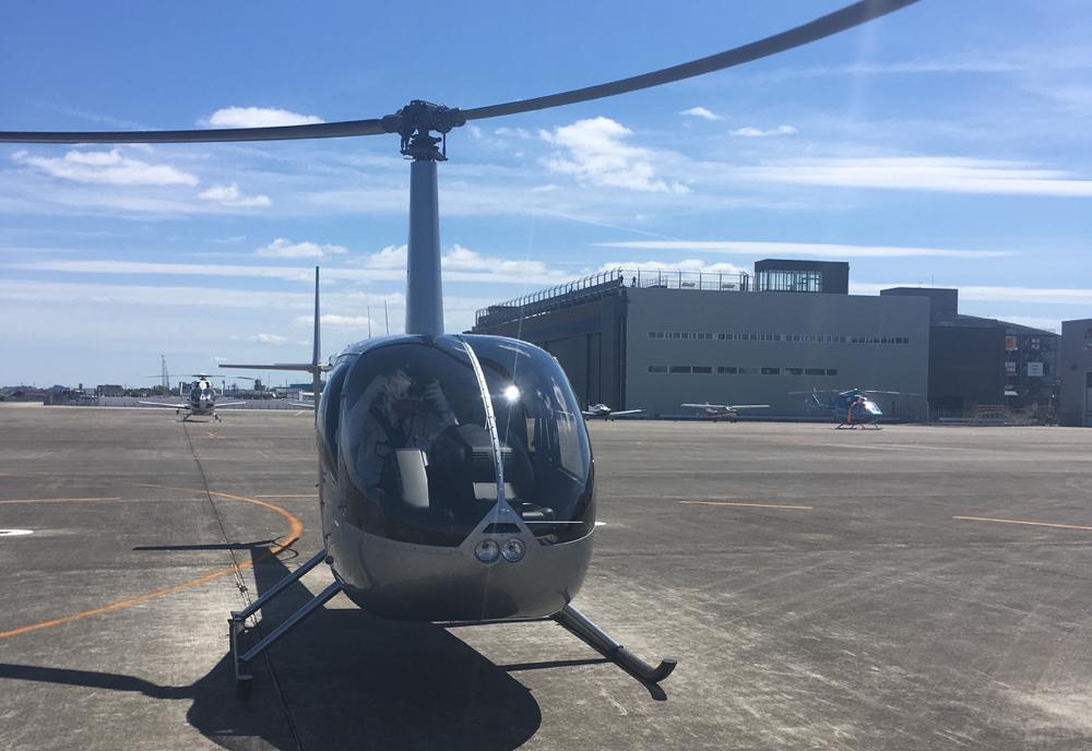 撮影に使う小型ヘリ