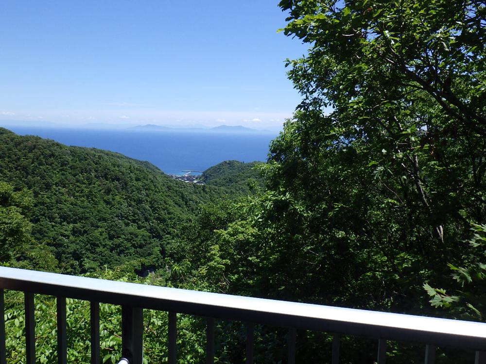 日本海を見下ろす素晴らしいロケーション