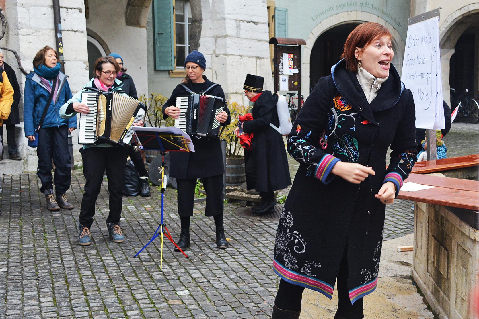 FLASH-Singen auf dem Ringplatz / Chant FLASH à la place du Ring