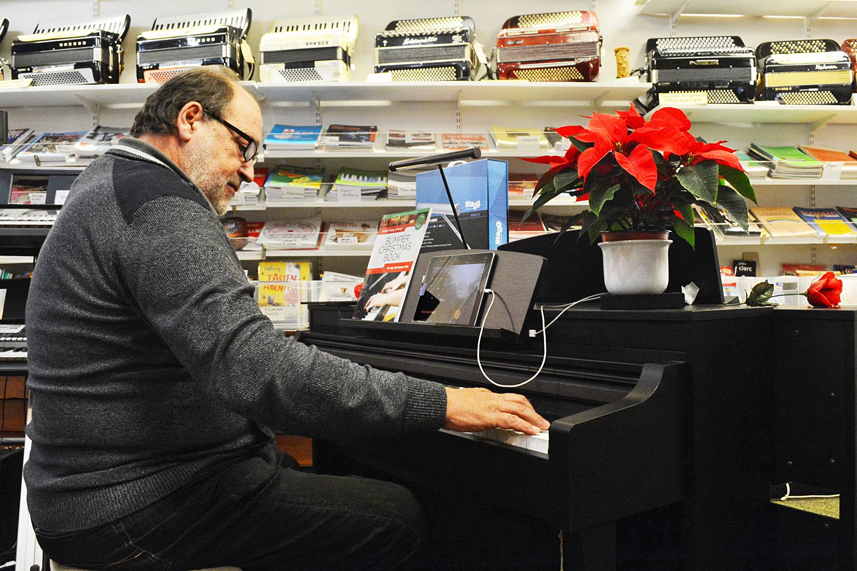 Klavierspiel mit dem Yamaha D-Piano im Musikhaus Krebs